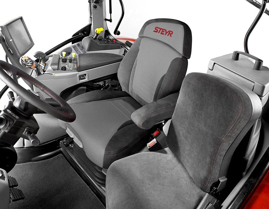 2-steyr_4145_profi_cabin_dual_motion_seat_1708_001_4256_2832