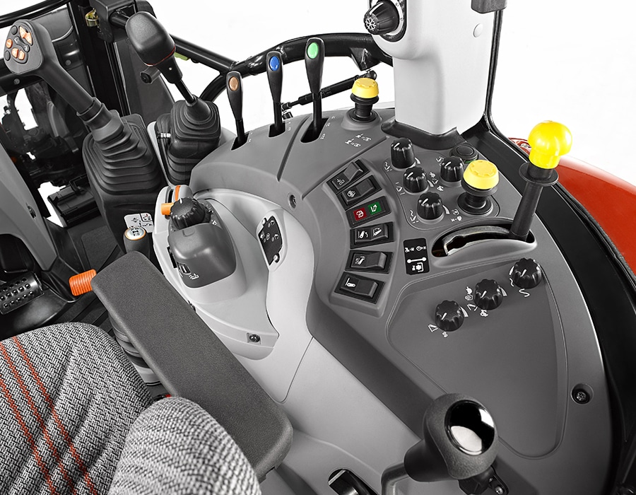 3-steyr_kompakt_4105_multicontroller_cabin_studio_wels_austria_150615_002_4558_6096